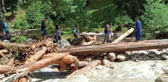 Cloudburst kills nomad family in Baramulla, 3 children among 4 bodies found