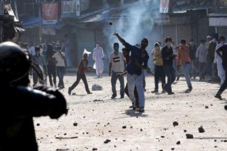 30 injured in Shopian, Kulgam clashes