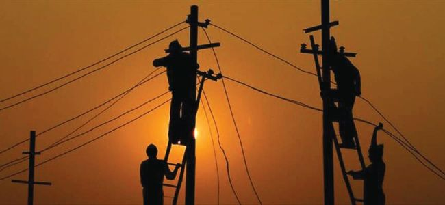 Frequent snags in transformer forces Pulwama village to dwell in darkness