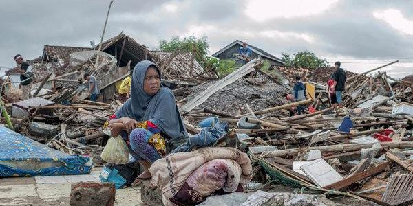 Indonesia rescuers scramble to reach isolated tsunami-struck towns