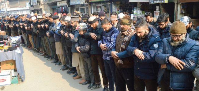On JRL's call, funeral prayers in absentia held across Kashmir