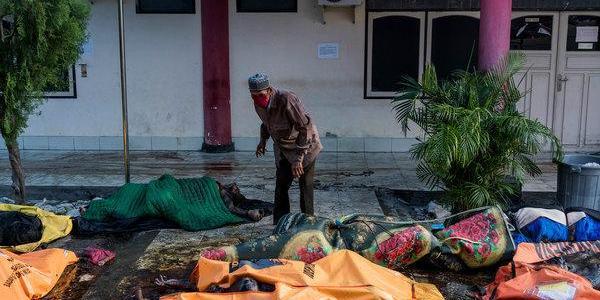 Sick, hungry Indonesia tsunami survivors cram shelters