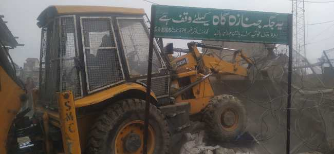 SMC removes two decade old bunker from Amira Kadal