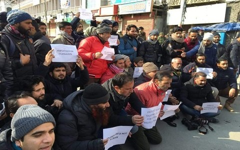 Journalists protest barring of colleagues from covering R-Day function