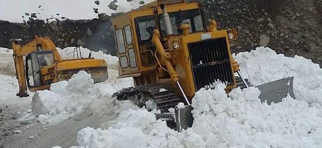 Massive snow clearance operation underway to restore Jammu-Srinagar NH