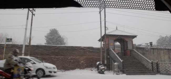 It's snowing heavily in Valley