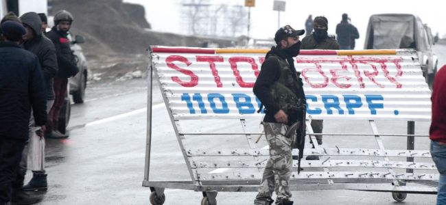 Gunmen attack security personnel in Pulwama, one dead