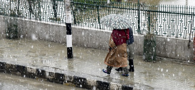 Kashmir records another light snowfall