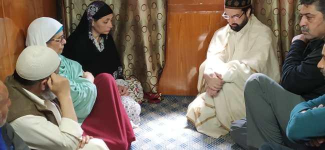 Mirwaiz Umar Farooq visits Yasin Malik's residence in Maisuma