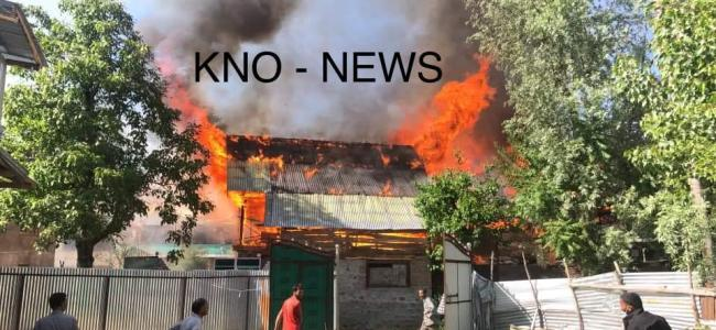 Fire engulfs many houses in Gamroo village in Bandipora