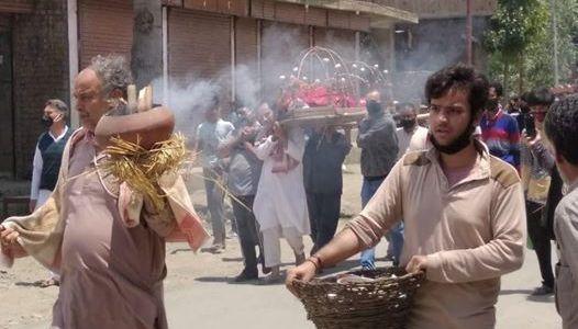 Muslims perform last rites of deceased Pandit woman in Bandipora