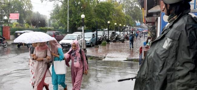 Rains, snowfall bring back chill across Kashmir