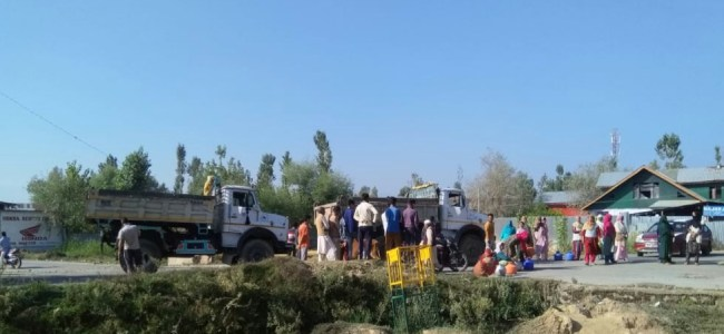 Lack of 'basic amenities' triggers protest in Sopore village