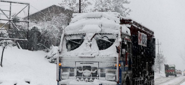 No respite on Day 4 as snow engulfs Kashmir: Power off, roads blocked