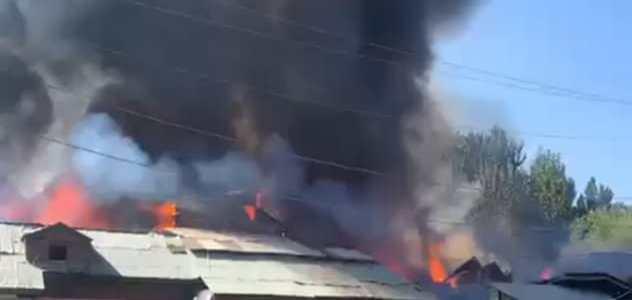 Fire breaks out in Srinagar's Parimpora area