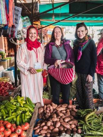 Na targu spożywczym razem z naszą gospodynią w Moulay Idris