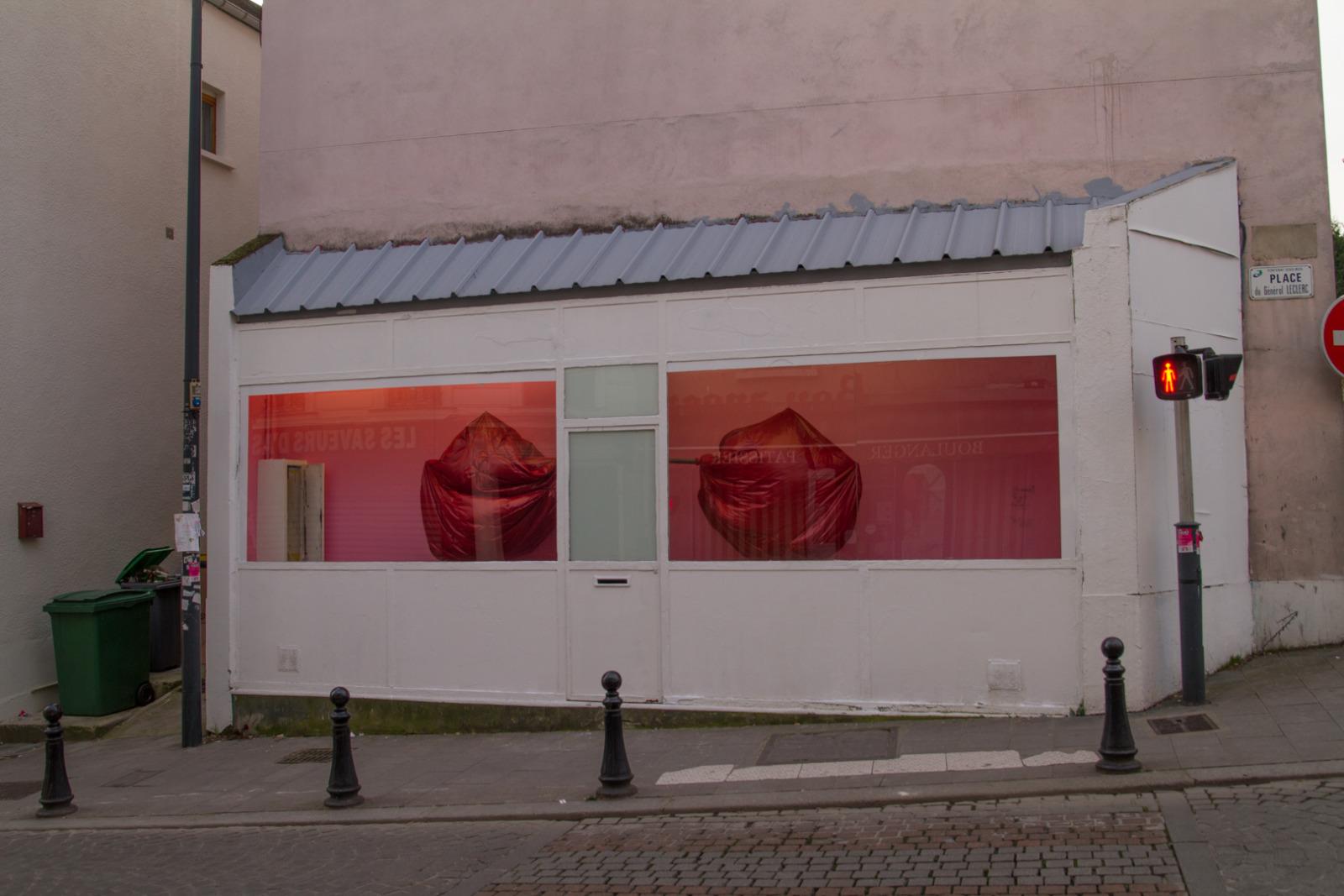 We Can't Breathe, 2015, Site specific Installation, 6m x 3m x 1 m, La Galeru, Fontenay-sous-bois, France.
