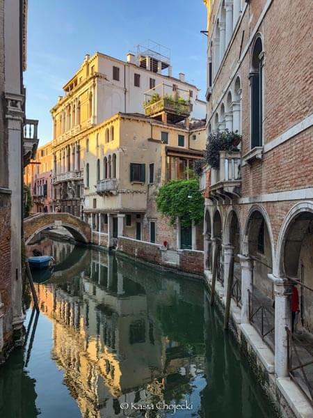 house reflection in the Venetian canal