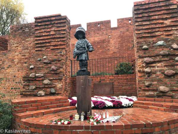 memorial to children who fought in Warsaw during the war