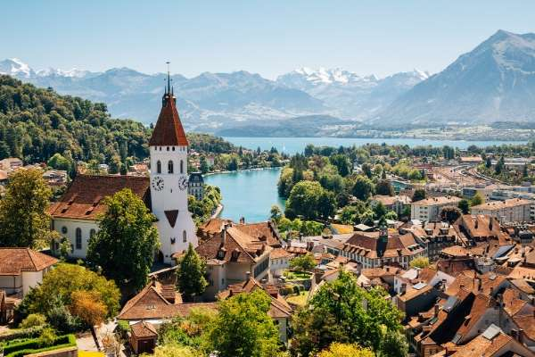 picturesque town on a lake: facts about Switzerland