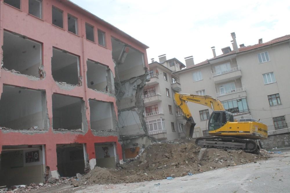 Tosya Namık Kemal Ortaokulu yıkılıyor