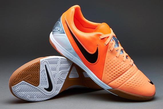 Kasut Futsal Malaysia  Blog ini menceritakan semua