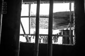 Tiang2 bambu di calon dapur dengan pemandangan gantungan pakaian di calon back yard