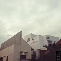 """Rumah putih dengan mark """"space invader"""" adalah rumah goud"""