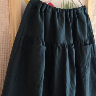 渋色グリーンのティアードスカート