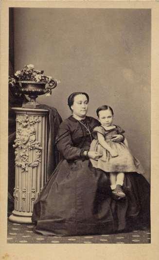 1865. FOTOGRAFOS ESPAÑOLES - Gautier, Heraclio, Madrid. Madre con niña, carte de visite ca. 1865. Hesperus´ Collection