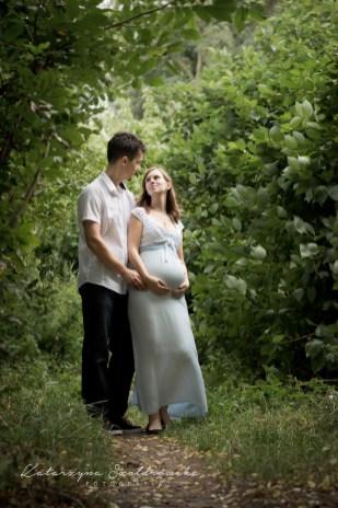 Maternity photo Cracow.Para oczekująca dziecka.Sesja ciążowa wyknana przez fotografa w Mistrzejowicach Nowej Hucie.Kraków