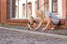 sesja fotograficzna mamy z dzieckiem na krakowskim kazimierzu.Fotografia dziecięca
