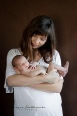 sesja noworodkowa krakow zdjecie z mamą