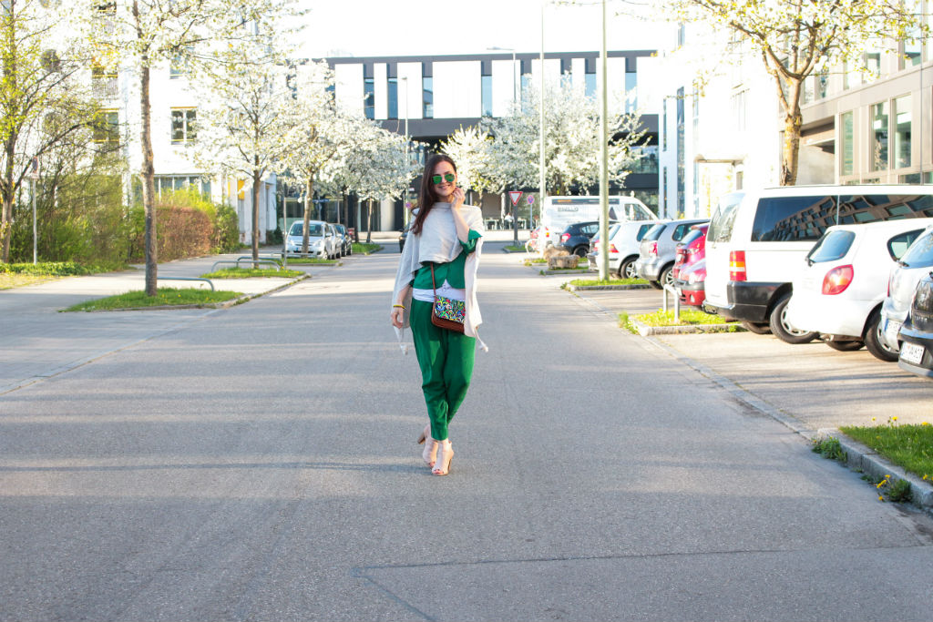 Green autumn Look with poncho_03