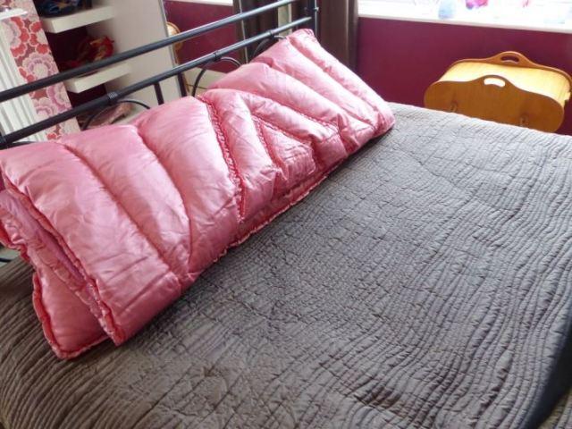 Vintage bedroom with mirrored furniture by Kate Beavis Vintage Home Blog