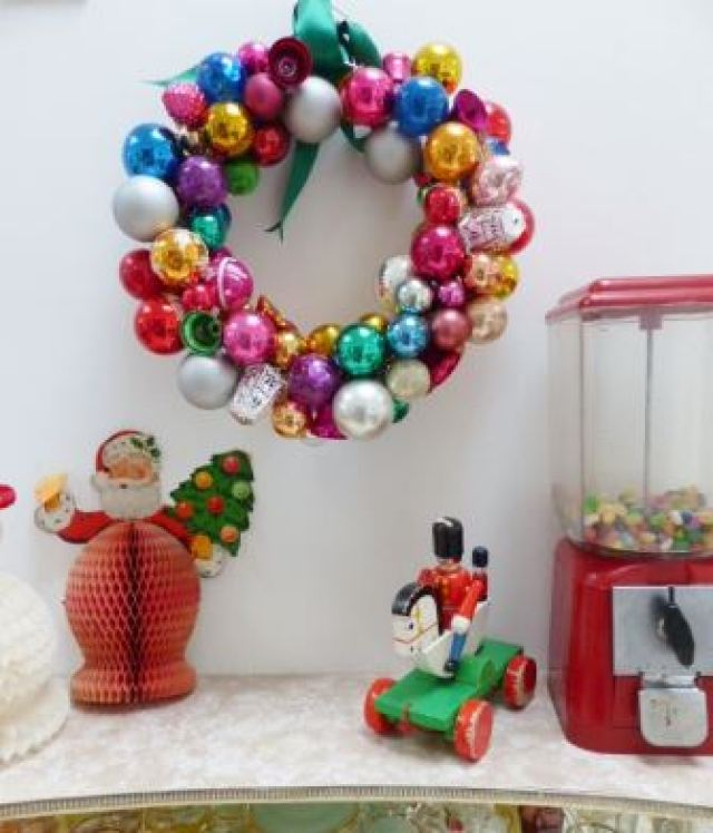 Vintage Christmas styling ideas  as seen on Kate Beavis VIntage Home blog Bauble Wreath