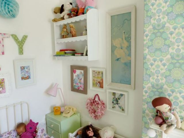 Vintage girls bedroom as featured on kate Beavis Vintage home blog with vintage wallpaper and DIY dollshouse shelves lined with Graham and Green wallpaper for National Wallpaper Week