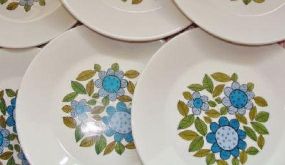 Vintage Meakin plates as featured on Kate Beavis Vintage Home blog
