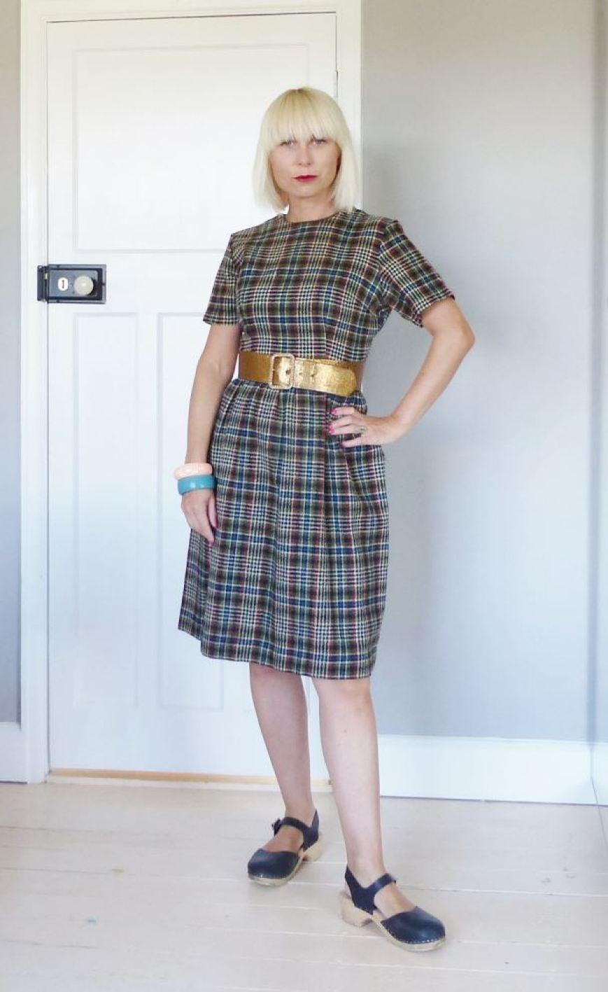 A 1960s browns autumn vintage dress fashion clothing by Kate Beavis.com blog