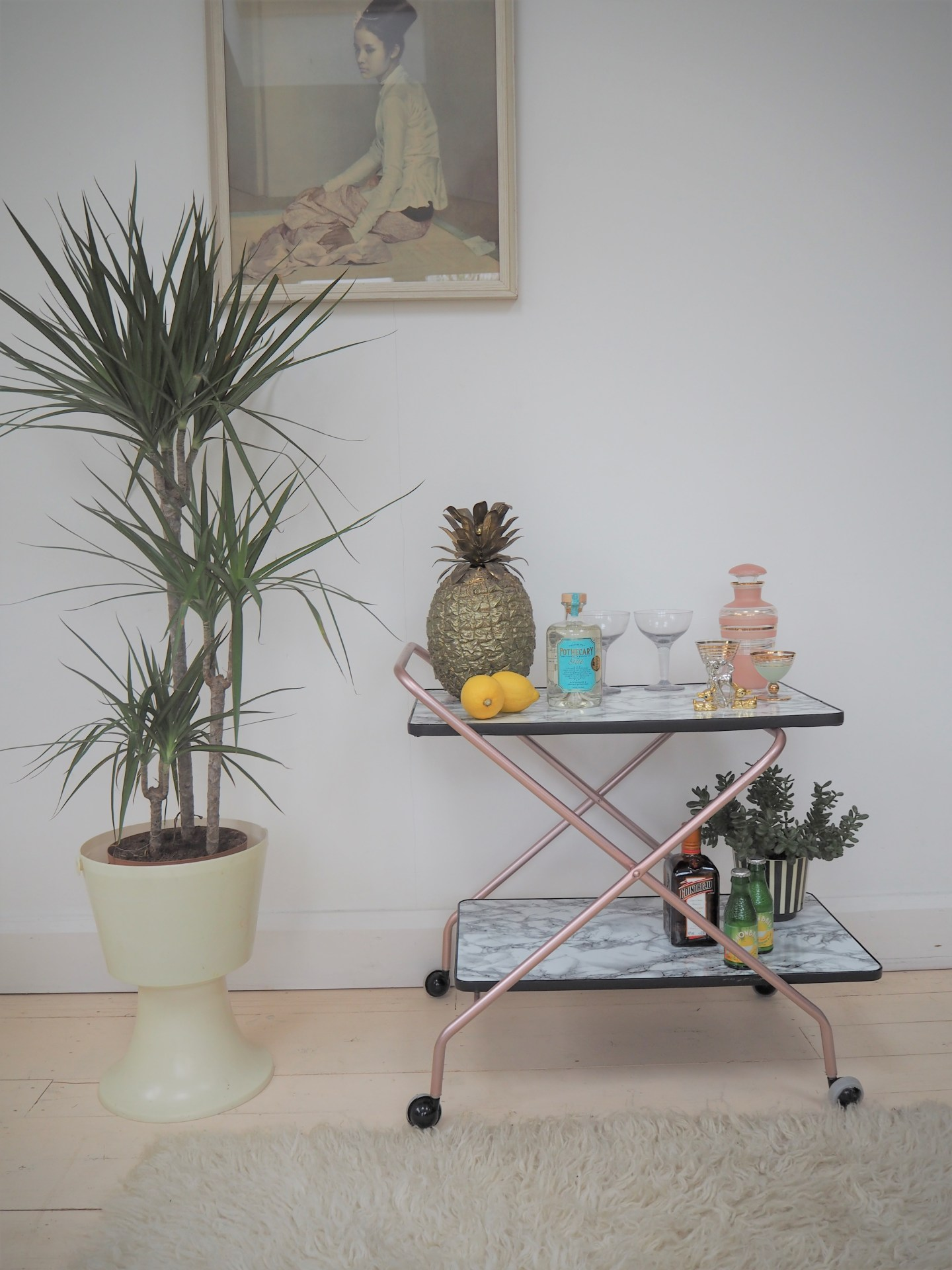 How to make an upcycled drinks trolley in marble and rose gold