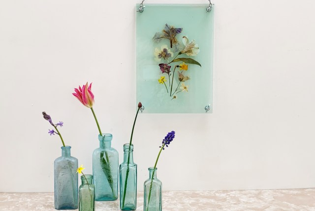 How to make a vintage flower press hanging picture frame