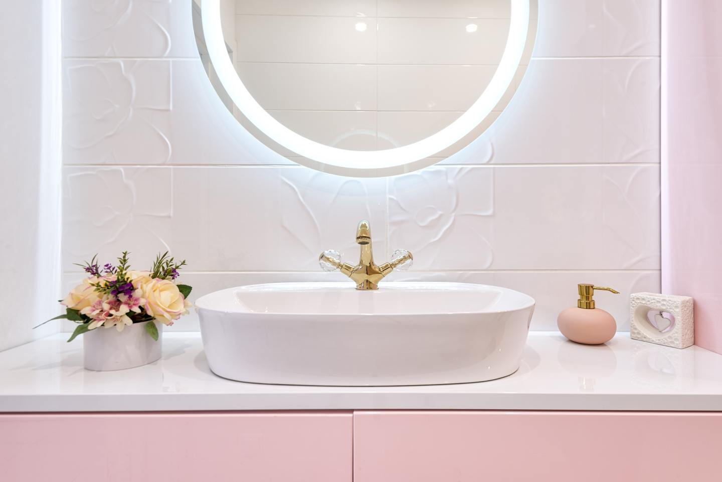 4 Simple Hacks To Transform Your Bathroom On A Budget