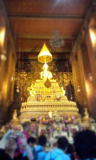 Shiny gold Buddha