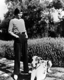 villa-la-pausa-roquebrune-1930-con-perro-gigot-foto-cordon-press