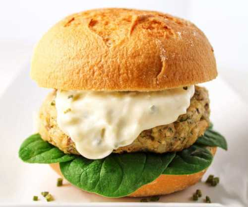 Parmesan-Dill-Salmon-Burger-with-Garlic-Aioli-121