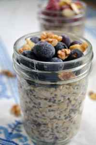 Berry Overnight Oats- Quick and Healthy Breakfast recipe that can be prepped ahead of time!