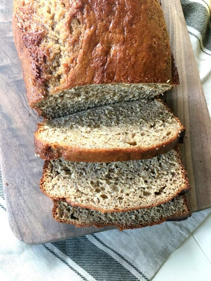 Healthy Banana Bread - A delicious snack that is both easy and healthy!