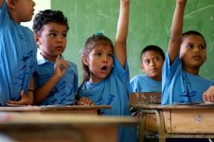 Children-in-Costa-Rica-learn-about-hammerhead-sharks-in-school