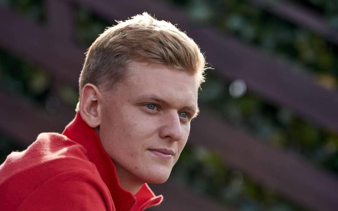 Ο γιος του Σουμάχερ έπεσε σε τοίχο στην πρώτη του παρουσία στη Formula 1