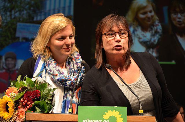 Die Grünen in Bayern ehrten auf ihrem Landesparteitag Katharina Schulze und Helga Stieglmeier für ihr Engagement gegen die Dritte Startbahn.